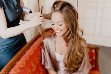 Выход в свет: красивая прическа на длинные волосы