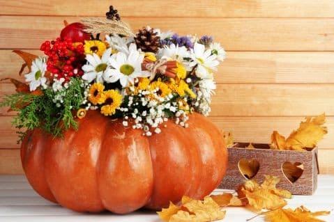Осенний урожай: как из тыквы сделать вазу