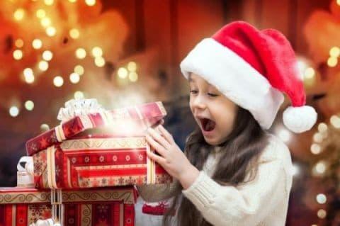 Новогодние идеи: как украсить подарочную коробку