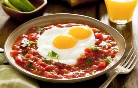 Лайфхак для худеющих: как вкусно приготовить яичницу