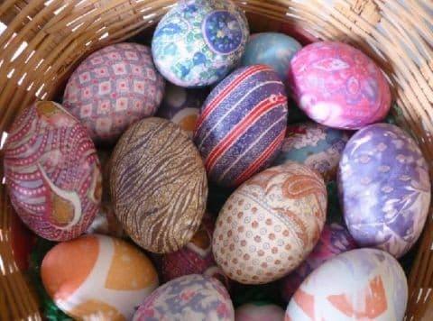 Натуральная среда: красим яйца на пасху натуральными красителями