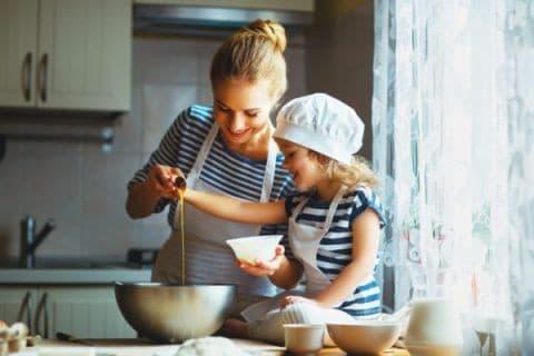 Чем занять детей дома на карантине: вспоминаем рецепты из детства