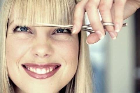 Лайфхак: как правильно подстричь челку в домашних условиях
