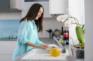 Как легко сделать моющее средство для посуды своими руками