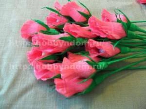 Бутоны роз в букете из конфет