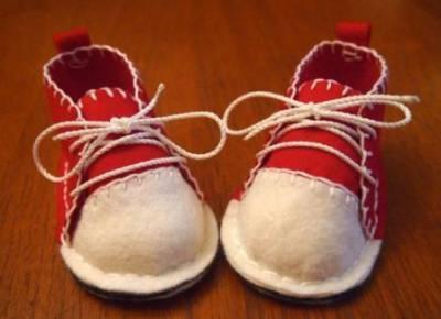 Первые пинетки-кроссовки из фетра