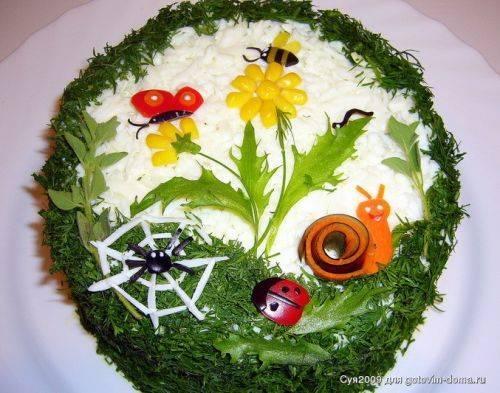 Вкусный и красивый печеночный торт.