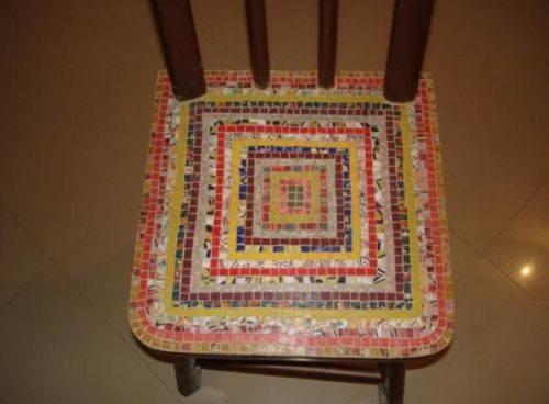 Как украсить старый стул мозаикой из CD-дисков