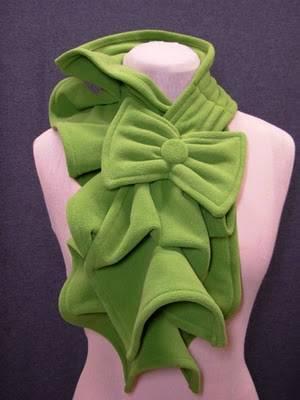 Теплый, мягкий, оригинальный и красивый шарф можно сшить самостоятельно и очень быстро.