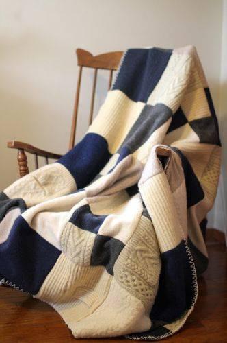Дайте вторую жизнь надоевшему свитеру. Шьем роскошное покрывало.