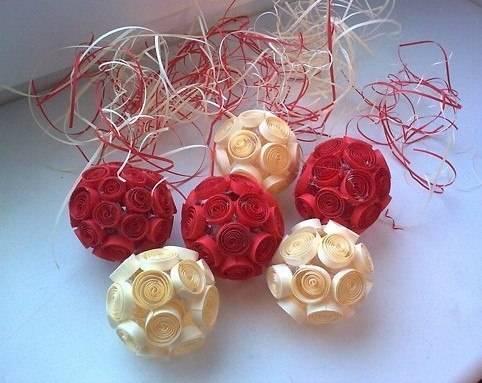 Украшаем дом шарами из бумажных роллов