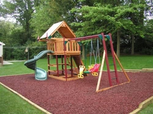 Вашим деткам понравится такой уголок в саду!»
