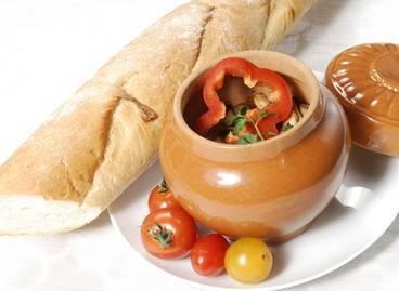 Полезное и вкусное жаркое в горшочках с грибами и мясом