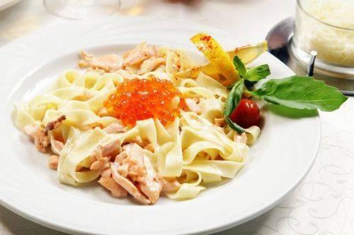 Безумно вкусная итальянская паста в сливочном соусе с лососем