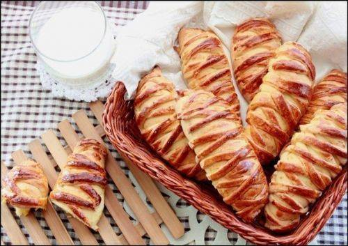 Красивые сдобные булочки с творогом и персиками