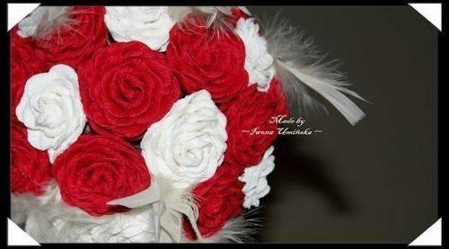 Завораживающий букет роз из гофрированной бумаги своими руками