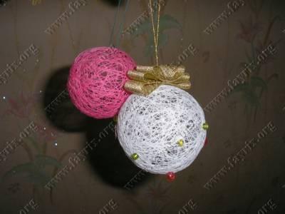 Способы украшения новогодних шаров паутинок