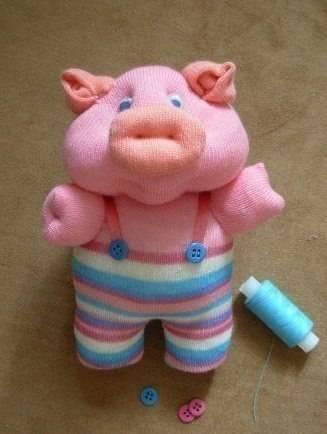 Невероятно забавная мягкая игрушка из колготок в виде поросенка