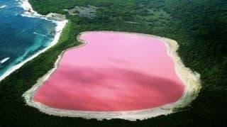 Самые красивые и необычные озера