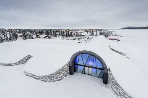 Первый в мире отель изо льда – ждет в гости круглый год!