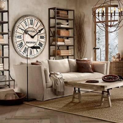 Настенные часы в интерьере гостиной.