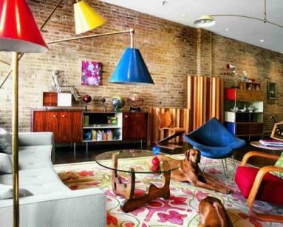 Такой непривычный и в то же время популярный интерьер квартиры в стиле лофт.