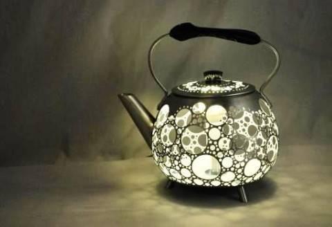 Светильник своими руками можно сделать даже из чайника