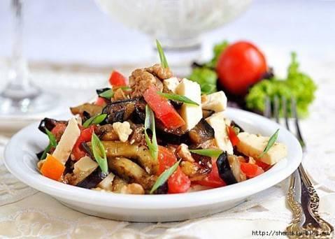 Очень вкусный салат из баклажанов станет украшением стола