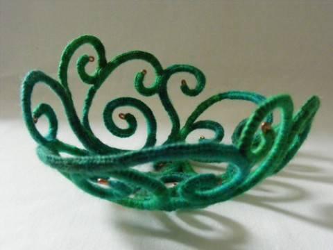 Оригинальные украшения для интерьера из проволоки и пряжи