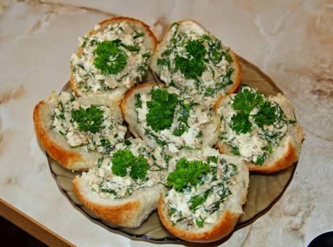 Необычные бутерброды со снытью и рыбными консервами