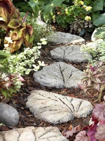 Дорожка из листьев в вашем саду