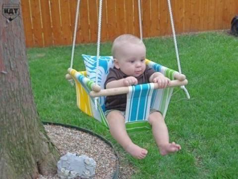 Текстильные качели для малыша