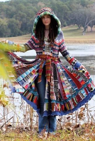 Буйство красок в жизнерадостных лоскутных пальто