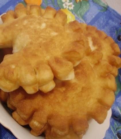 Пирожки-солнышки с сыром и помидорами