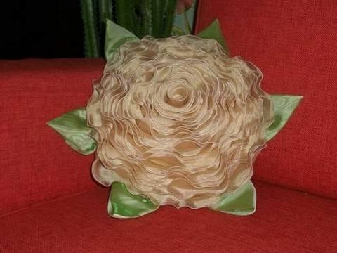 Диванная подушка — роза