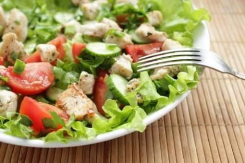 Легкий летний салат для всей семьи
