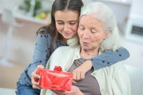 Самодельный подарок бабушке на 8 марта своими руками