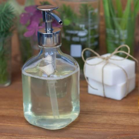 Экономная хозяйка: как сделать жидкое мыло из ненужных обмылков