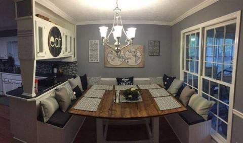Удобный интерьер кухни с диваном, который сделан своими руками